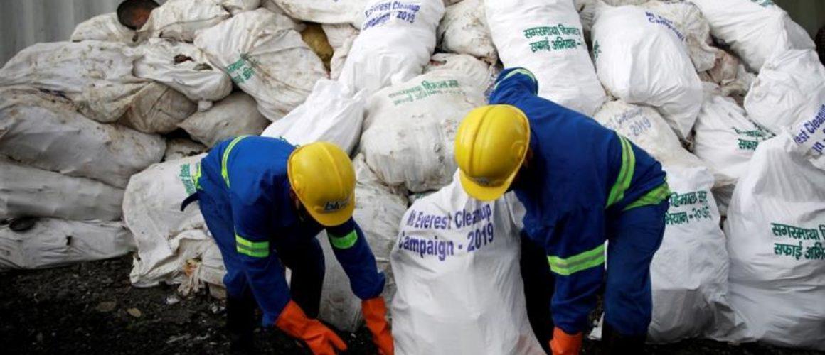 Everest garbage